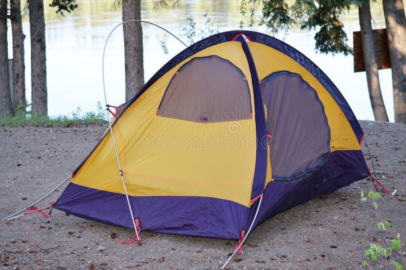Comment ne pas installer une tente ! photographie stock libre de droits