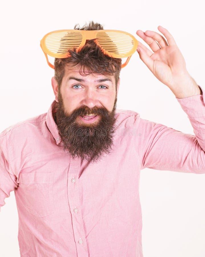 Comment ?tre pr?t pour les vos vacances prochaines Le volet d'usage de hippie ombrage les lunettes de soleil extr?mement grandes  image stock