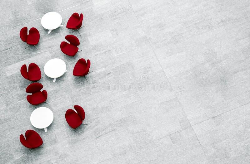 Commerciële centrumhal met moderne meubilair en exemplaarruimte stock foto