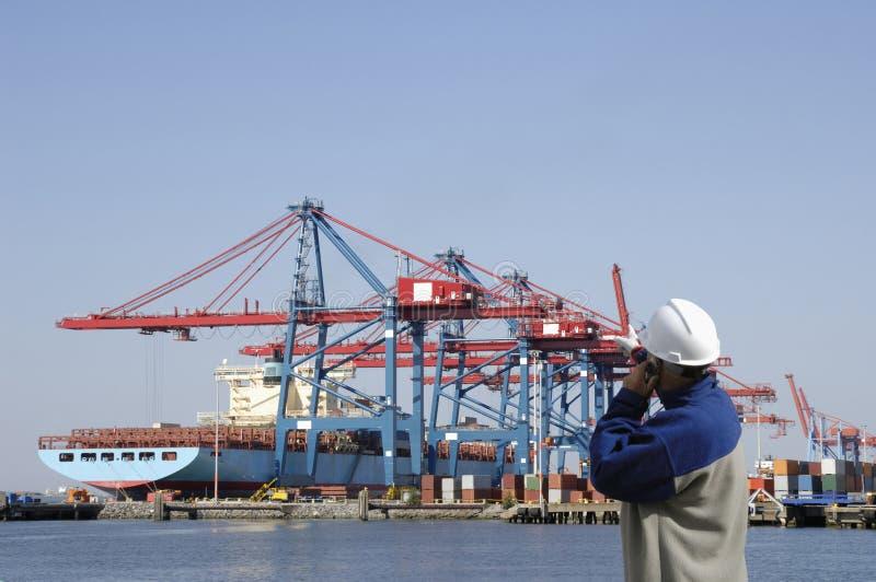 Commerciële haven en ingenieur royalty-vrije stock afbeelding