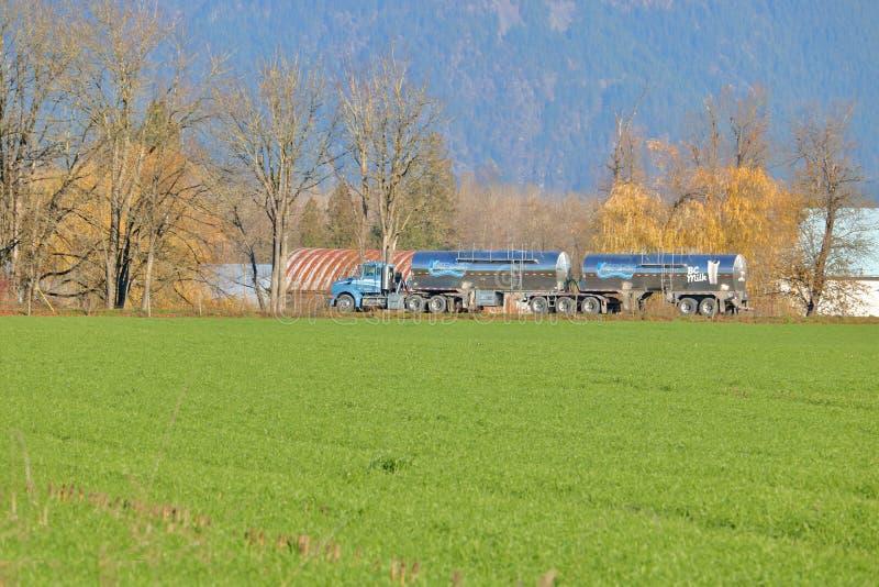 Commerciële Melkvervoer in Canada royalty-vrije stock afbeelding
