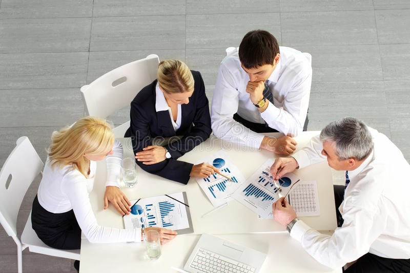 Commerciële teambespreking stock foto