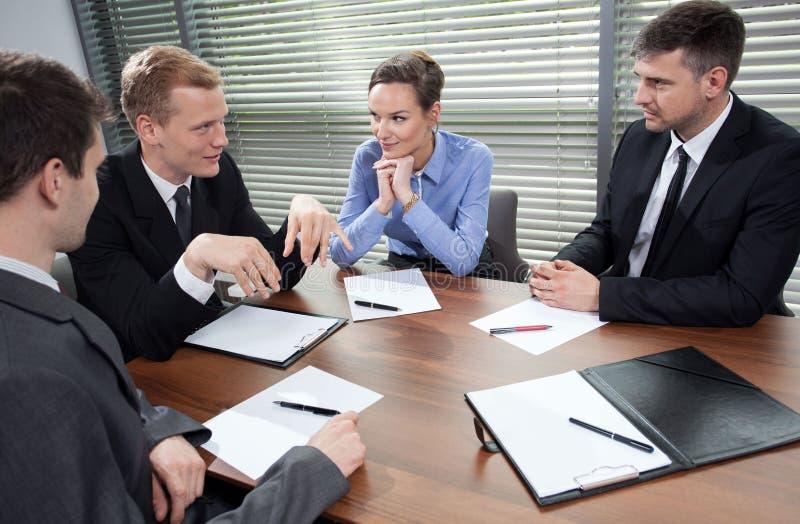 Commerciële vergadering in bureau stock foto