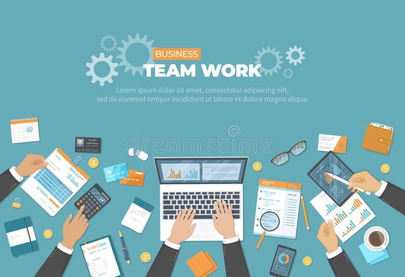 Commerciële vergadering en brainstorming Het concept van het bureaugroepswerk met mensenhanden op de lijst Analyse, planning, res stock illustratie