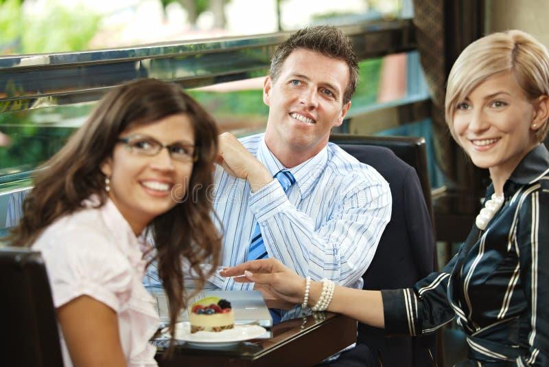 Commerciële vergadering in koffie royalty-vrije stock afbeeldingen