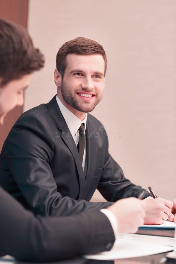 Commerciële vergadering met collega's stock fotografie