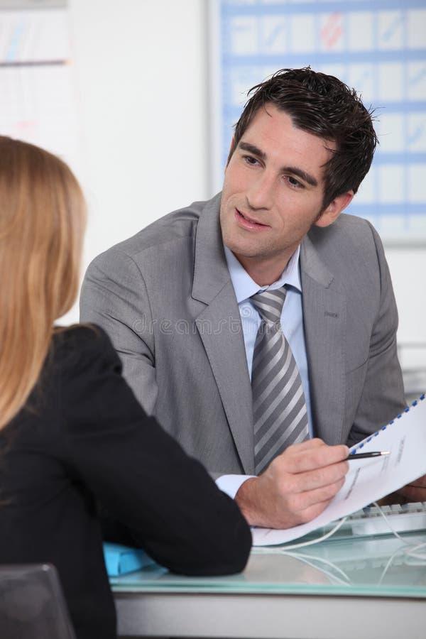 Commerciële vergadering in een bureau stock fotografie