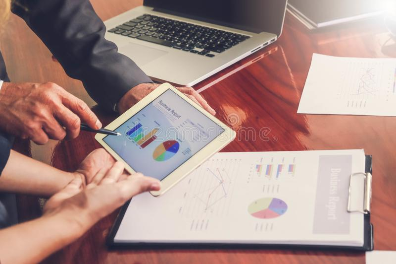Commerciële vergaderingen, documenten, verkoopanalyse, Analyseresultaten, stock foto's