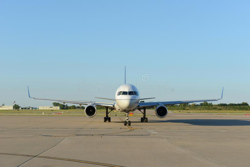 Commerciële vliegtuigen op het tarmac royalty-vrije stock foto's