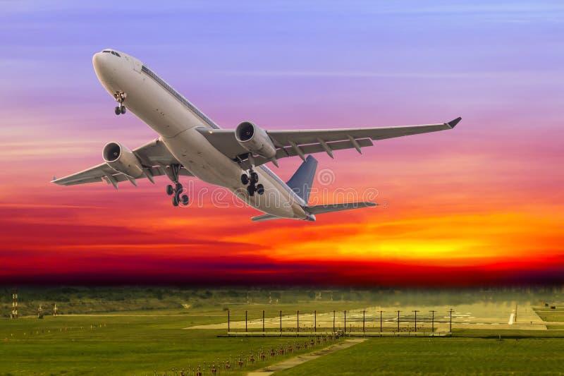 Commerciële vliegtuigstart royalty-vrije stock foto