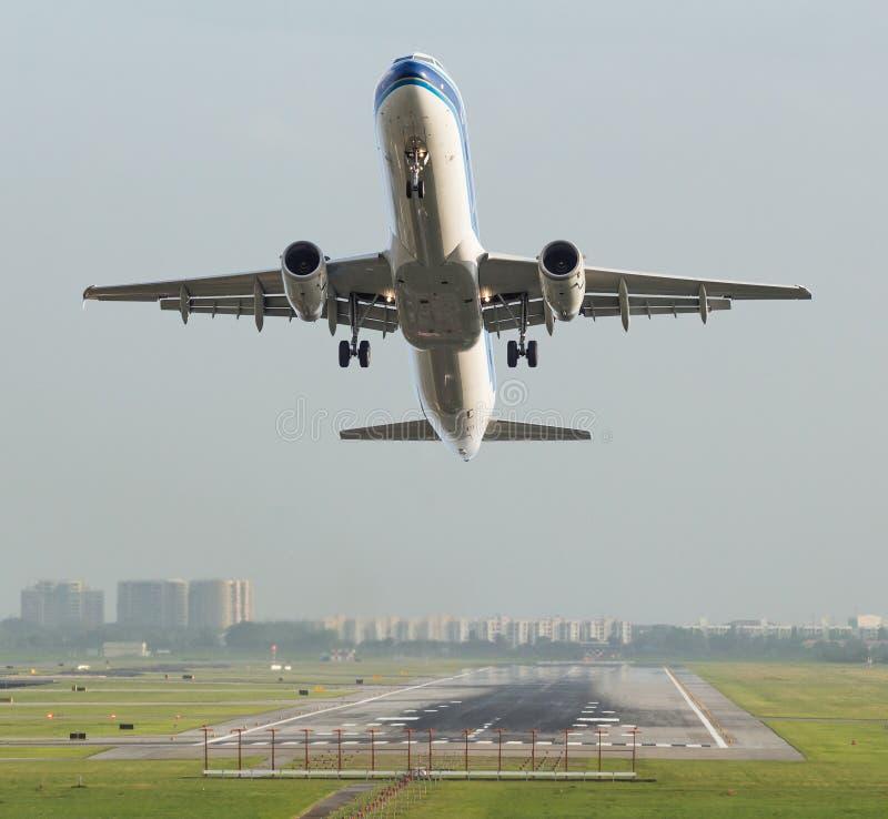 Commerciële vliegtuigstart royalty-vrije stock afbeelding