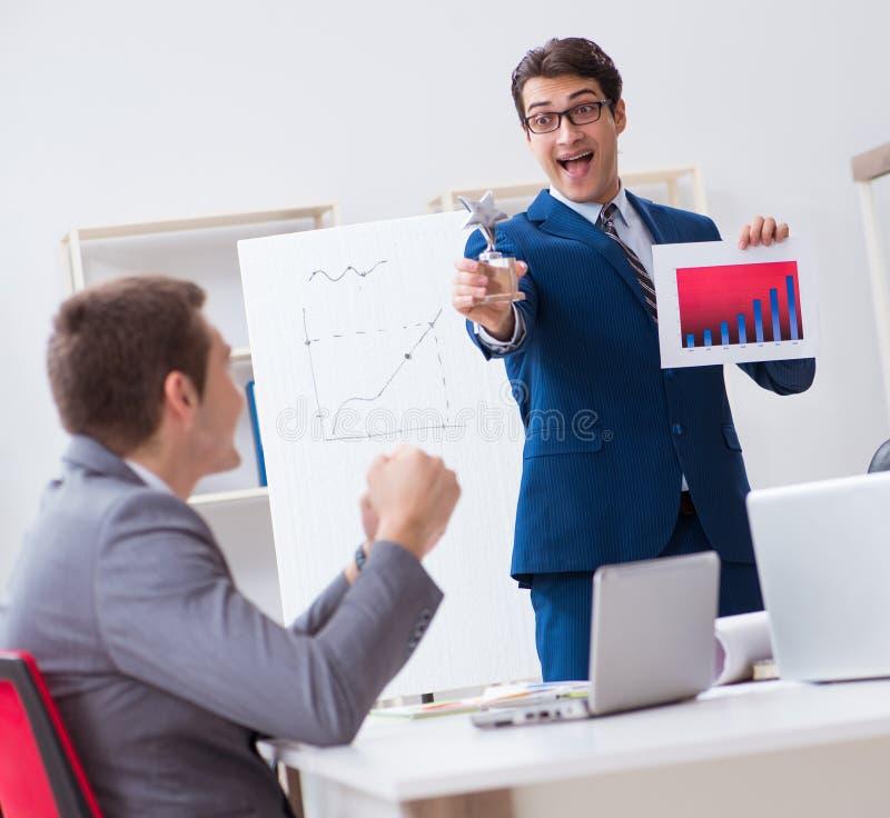 Commerci?le vergadering met werknemers in het bureau royalty-vrije stock foto's