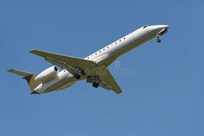 Download Commercial Airliner Landing Stock Image - Image: 34881603