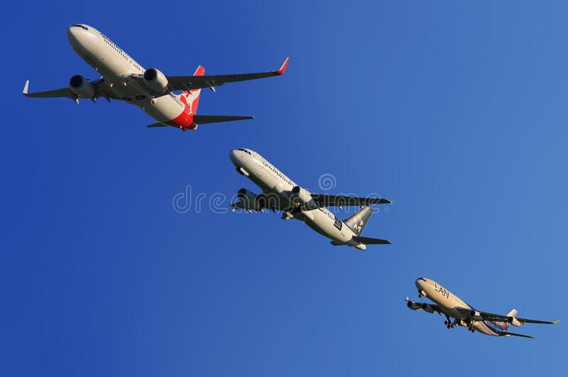 Commercial Airplanes In Formation Free Public Domain Cc0 Image