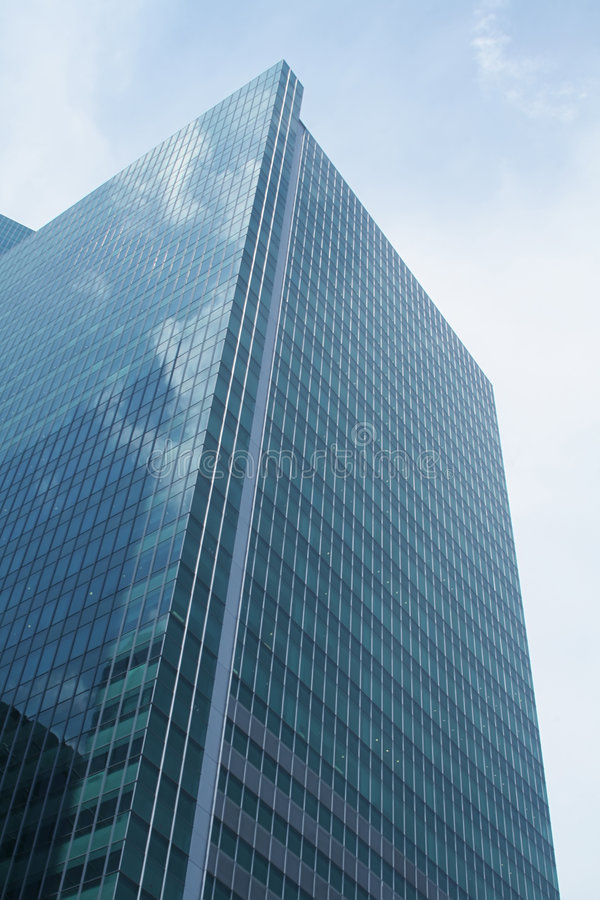 Free Commercial Skyscraper Building Rising To The Sky Stock Image - 5857851