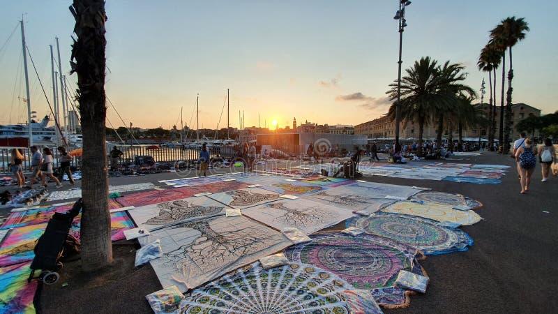 Commercianti della via a Barcellona, en superiore Barcellona di manta immagini stock libere da diritti