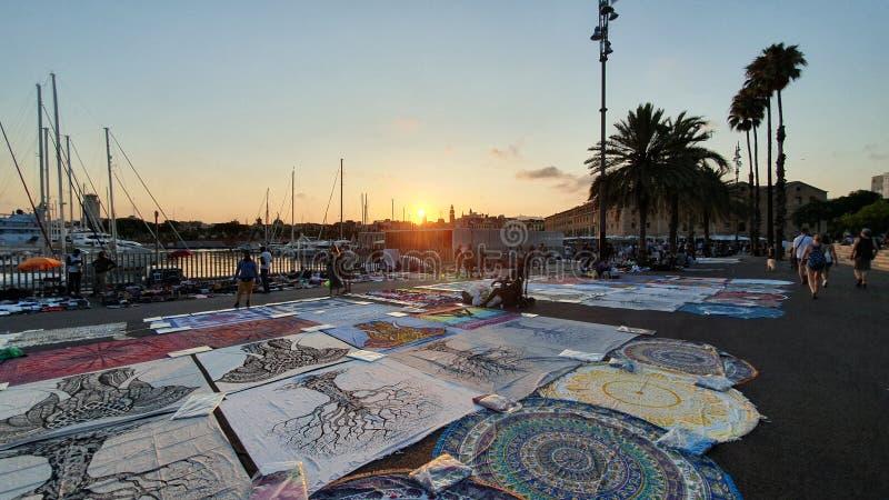 Commercianti della via a Barcellona, en superiore Barcellona di manta immagini stock