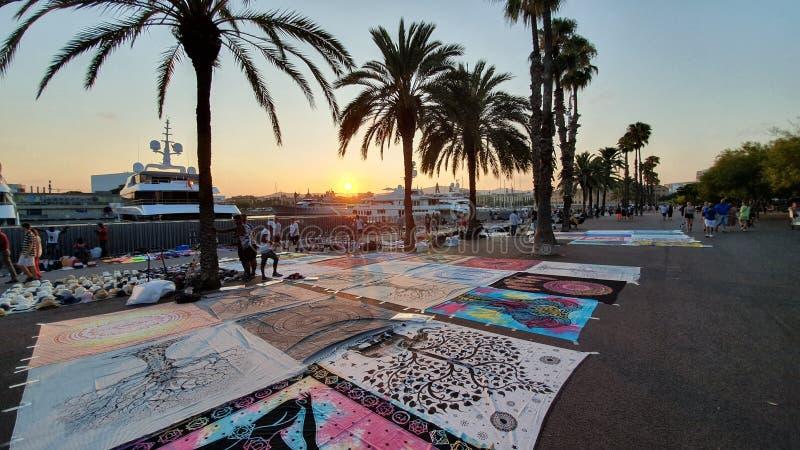 Commercianti della via a Barcellona, en superiore Barcellona di manta fotografia stock libera da diritti