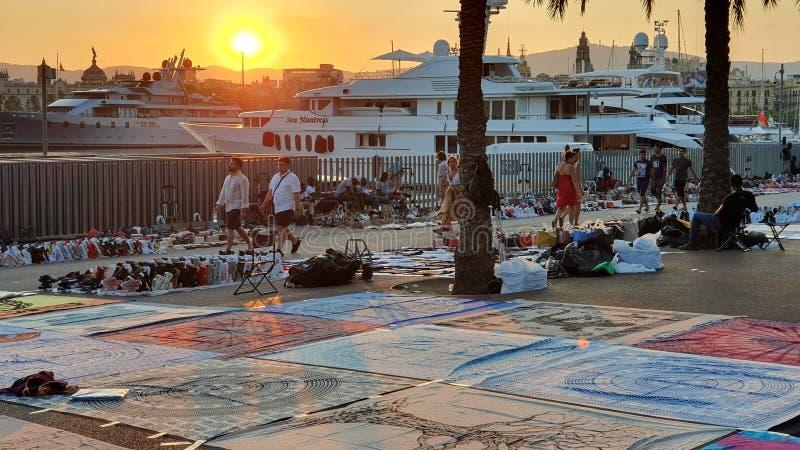 Commercianti della via a Barcellona, en superiore Barcellona di manta fotografie stock