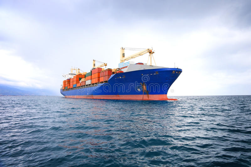 Commercieel containerschip royalty-vrije stock afbeelding