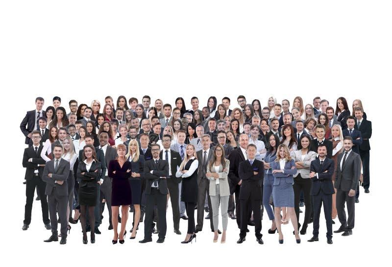 Commercieel die team van jonge zakenlieden en onderneemsters wordt gevormd die zich over een witte achtergrond bevinden royalty-vrije stock foto