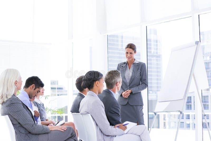 Commercieel team dat een vergadering heeft royalty-vrije stock foto's
