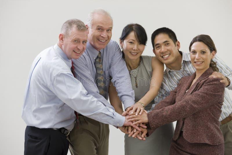 Commercieel team dat solidariteit toont stock afbeelding