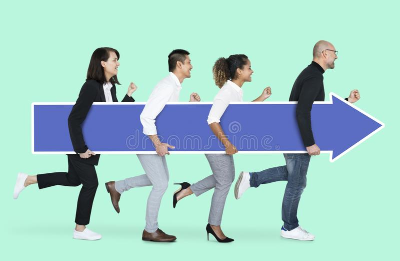 Commercieel team die in de juiste richting lopen royalty-vrije stock afbeeldingen