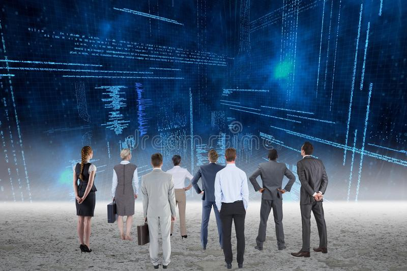Commercieel team die gegevens analyseren stock foto