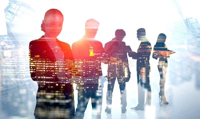 Commercieel team in nachtstad royalty-vrije stock afbeelding