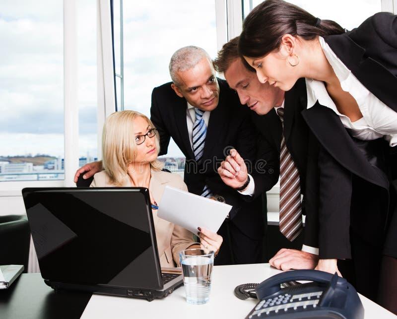 Commercieel team op de vergadering stock fotografie