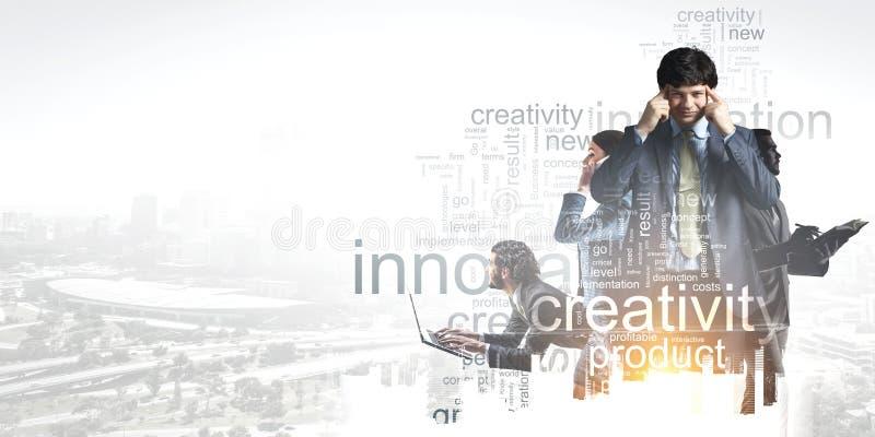 Commercieel team op het werk Gemengde media stock afbeelding