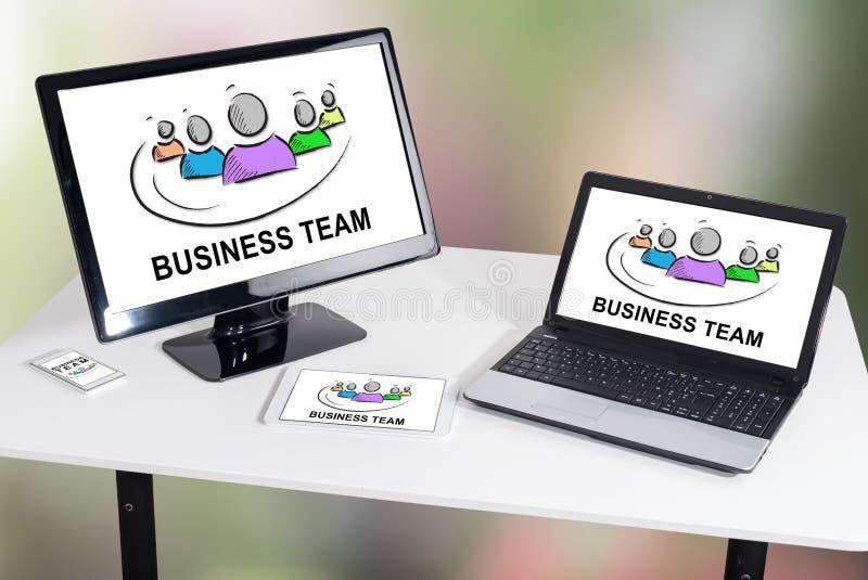 Commercieel teamconcept op verschillende apparaten royalty-vrije stock afbeelding