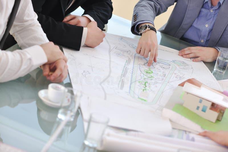 Commercieel van de architect team op vergadering