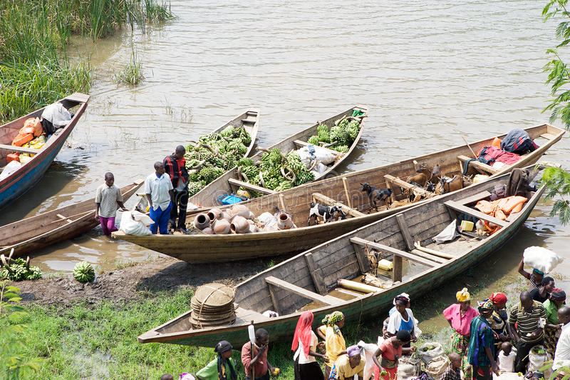 Commercieel verkeer langs het meer Kivu stock afbeelding