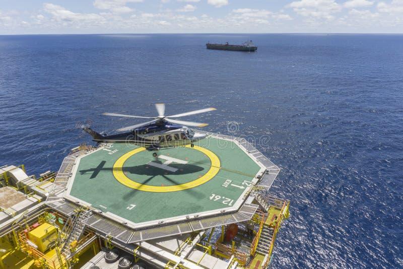 Commercieel vervoer in olie en gas de industrie stock afbeelding