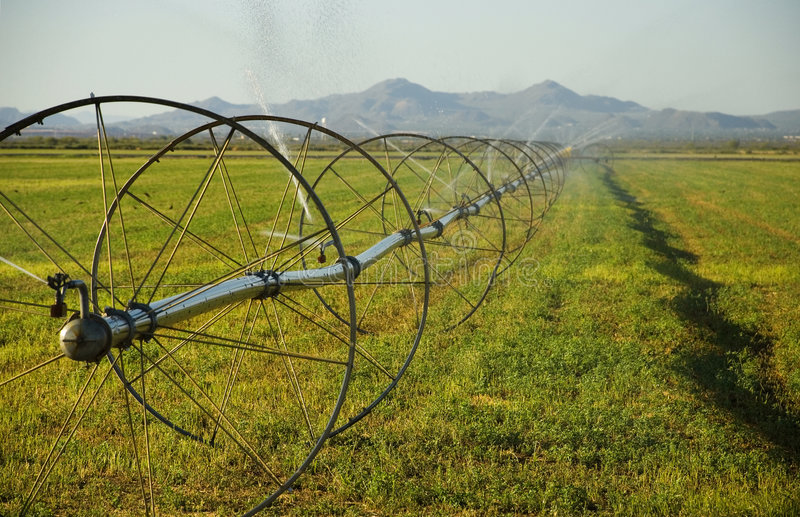 commerical农厂灌溉系统轮子 库存照片