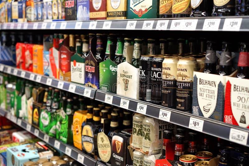 Commerical et bières foncées de métier photographie stock