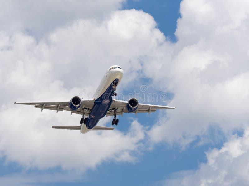 Commerical Jet Landing stock afbeeldingen