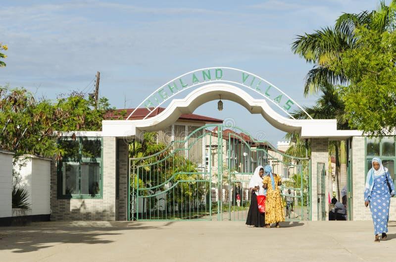 Communautair Dar-es-saalam met poorten royalty-vrije stock afbeelding