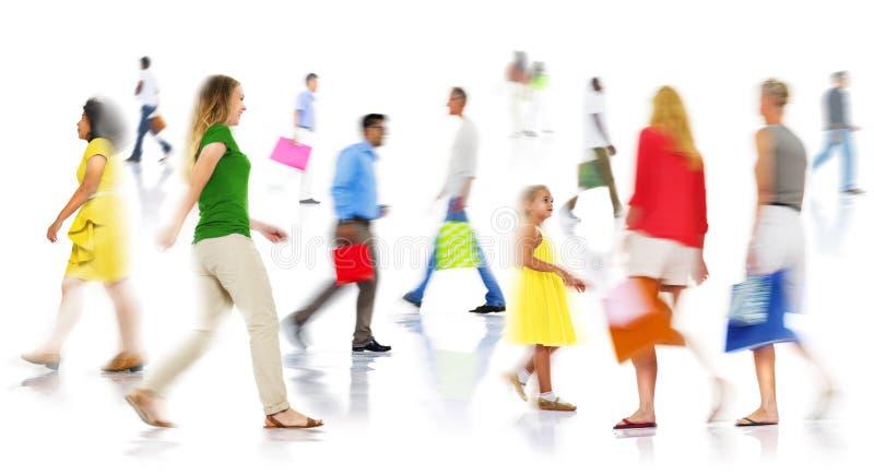 Communautair het Behoren tot een bepaald ras Toevallig Mensen het Winkelen het Besteden Concept stock afbeelding