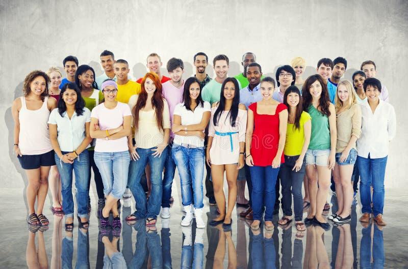 Communautair het Geluk Vrolijk Concept van Diversiteits Toevallig Mensen stock fotografie