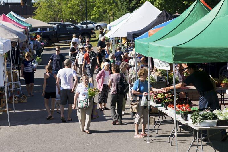 Communautaire Landbouwersmarkt stock foto