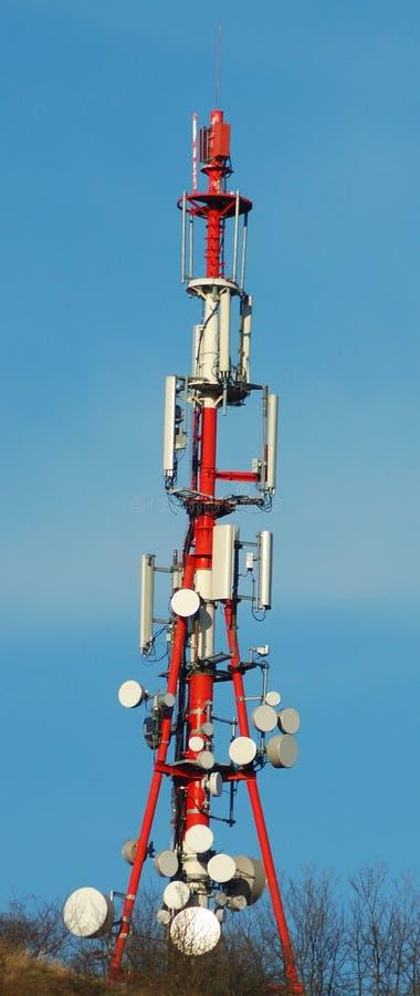 Communicatie toren op Hongaarse berg stock afbeeldingen