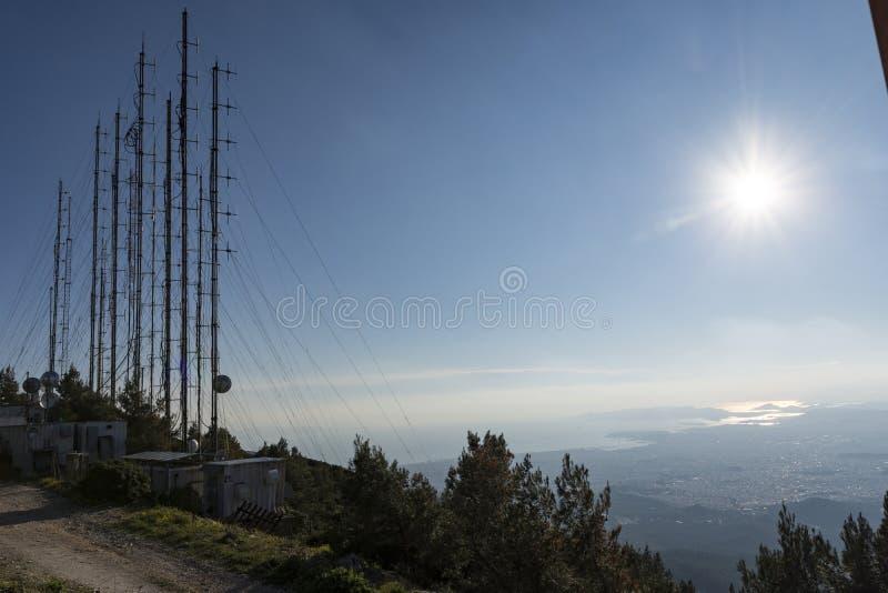 Communicatie torens, antennes en schotels royalty-vrije stock afbeelding