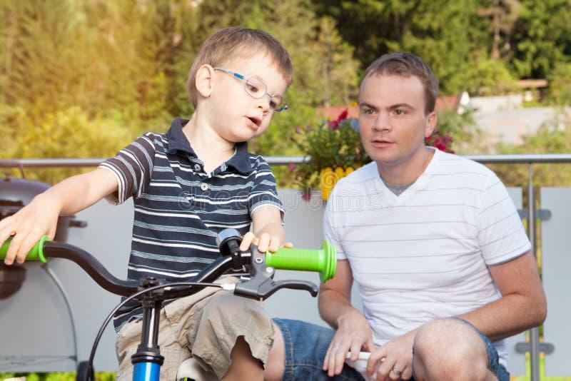 Communicatie vader en zoon royalty-vrije stock fotografie