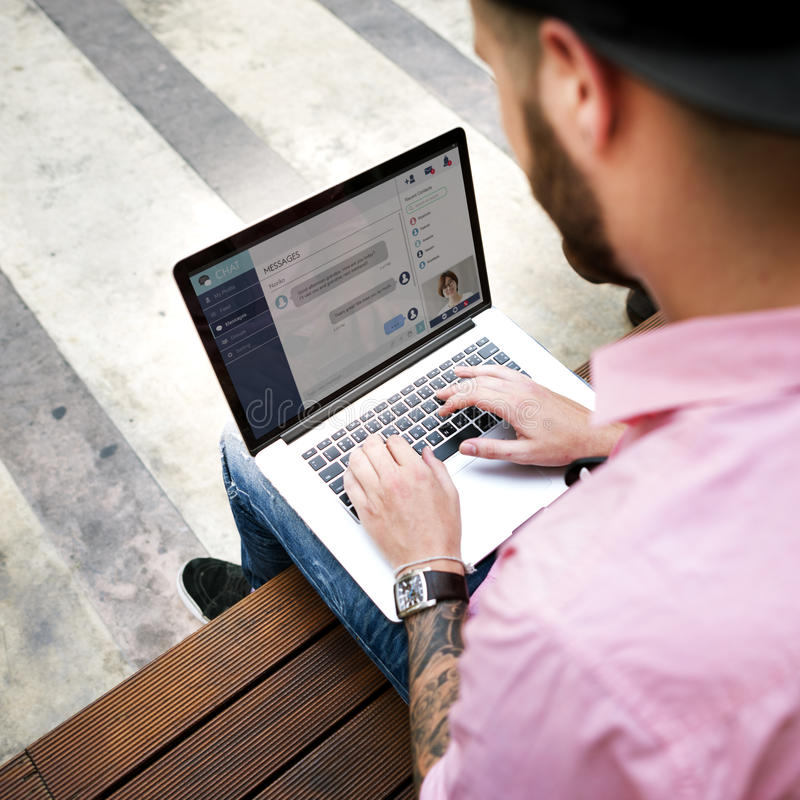 Communicatie van het praatjebericht Online Globaal Concept stock foto's