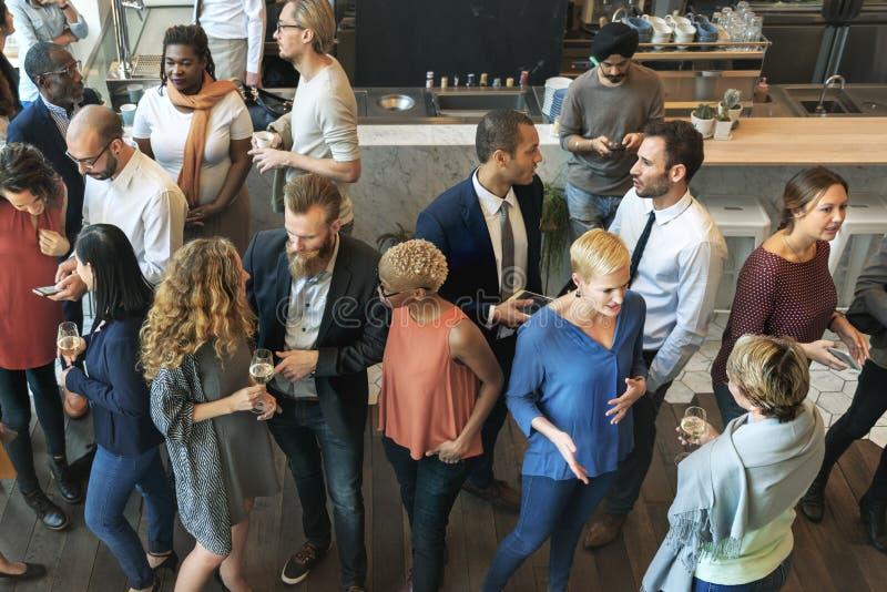 Communicatie van partijmensen het Spreken Gelukconcept stock foto