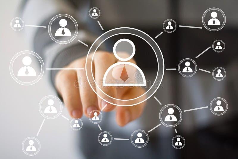 Communication d'interface de bouton de contact d'homme d'affaires photos stock