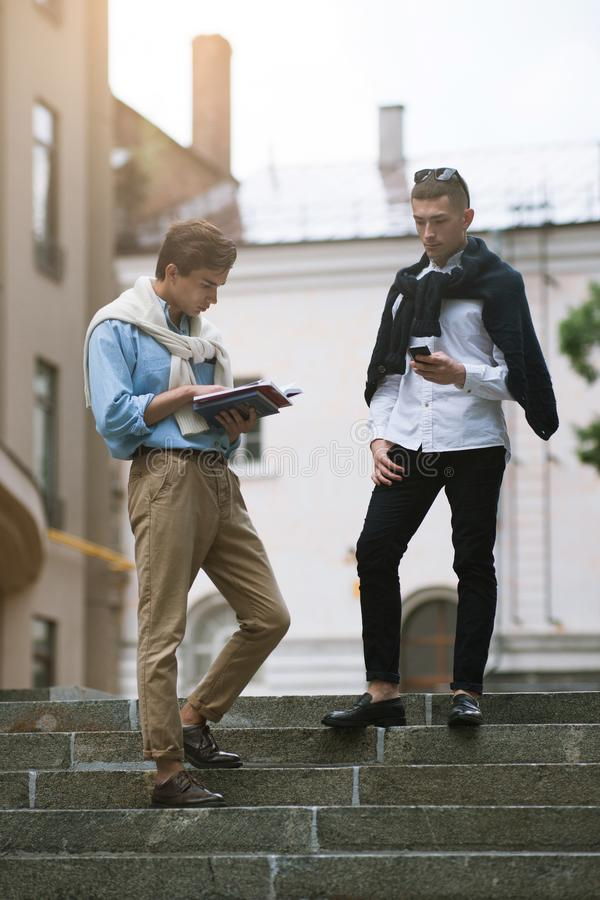 Communication moderne de la jeunesse Style de rue photo stock